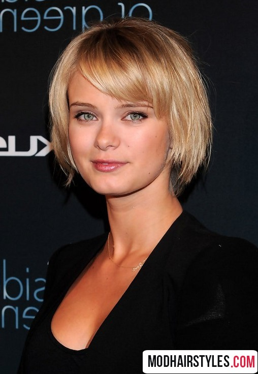 2016 short hairstyle with bangs