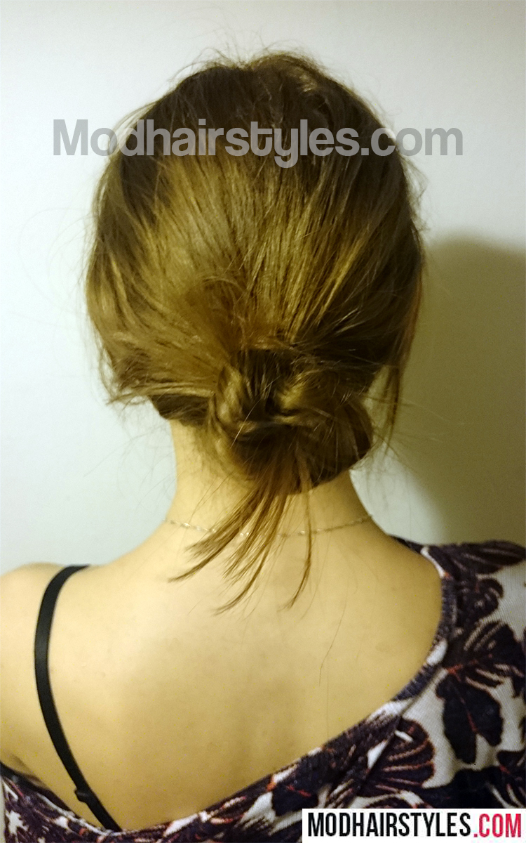 messy bun hairstyle idea